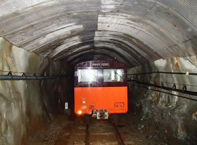 上部軌道トンネル