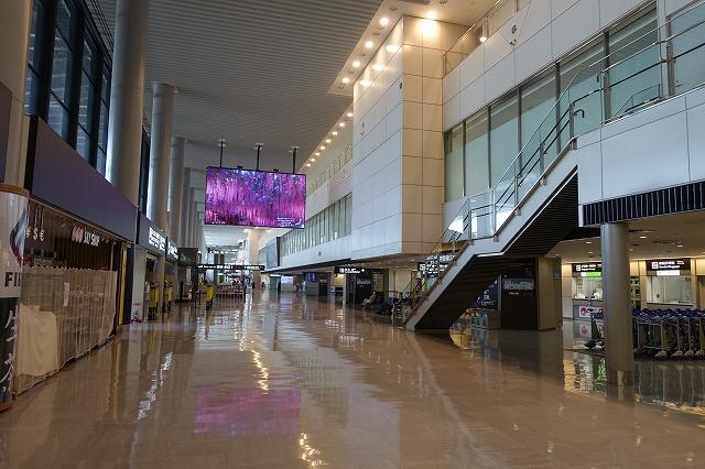 成田空港到着ロビー