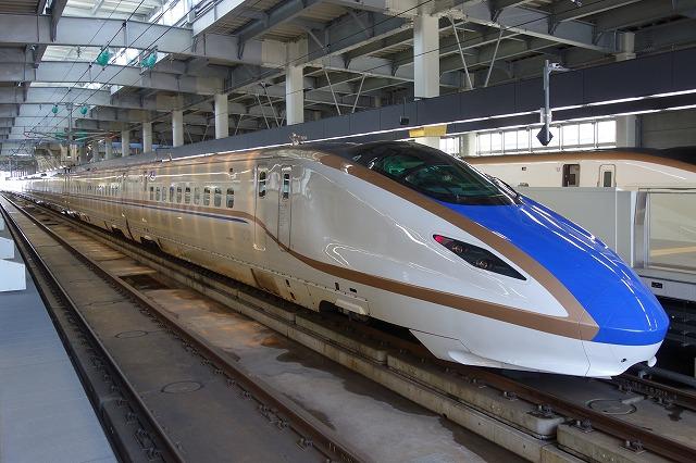 北陸新幹線E7系金沢駅
