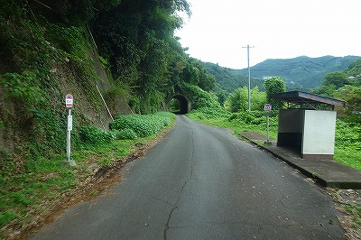 五新線賀名生バス停